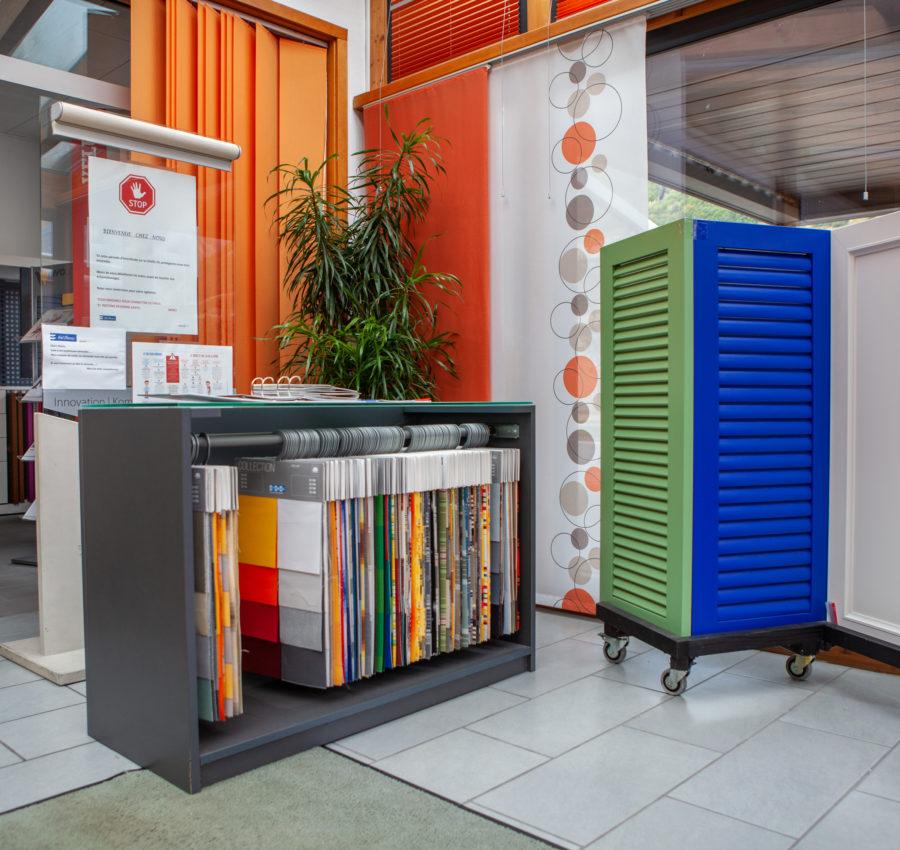 Echantillons de diverses couleurs pour stores dans les locaux Storio