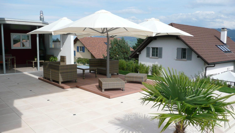 Parasols sur une terrasse