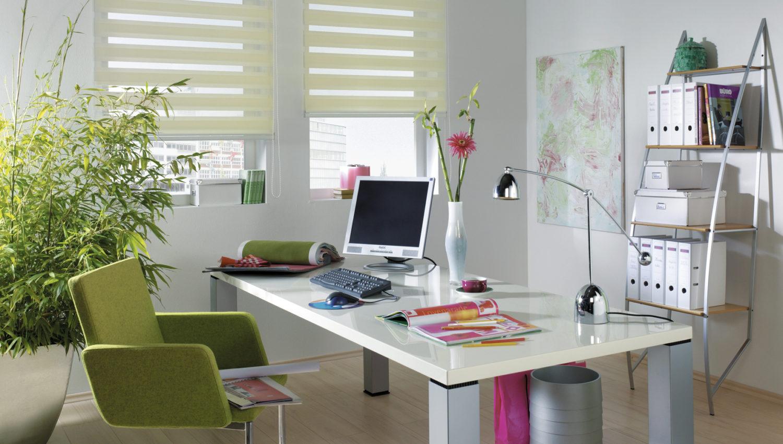 Store ombre et lumière dans un bureau
