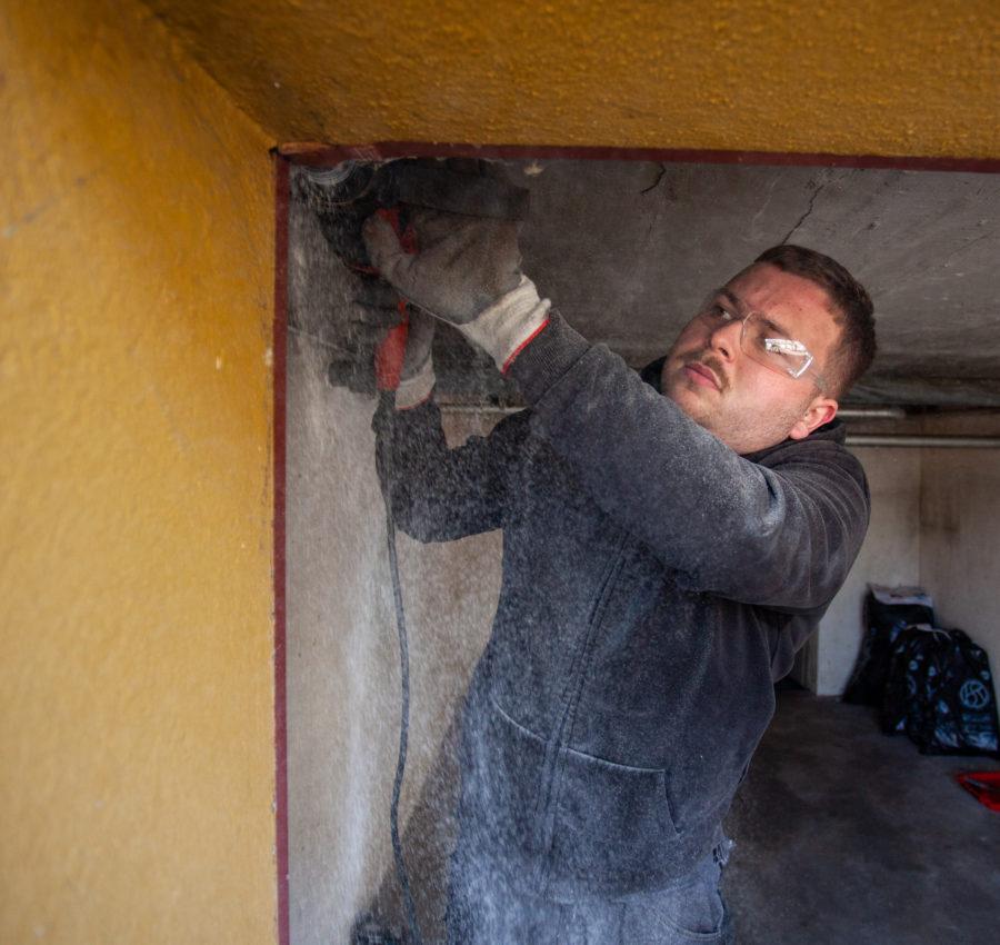 Montagne d'une porte de garage par un collaborateur Storio